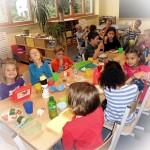 02 Nach dem Unterricht wird gemeinsam gegessen