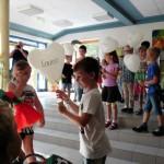 07 Patenkinder nehmen ihren Schützling an die Hand