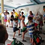 08 Patenkinder nehmen ihren Schützling an die Hand