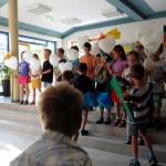 09 Patenkinder nehmen ihren Schützling an die Hand
