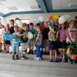 10 Patenkinder nehmen ihren Schützling an die Hand